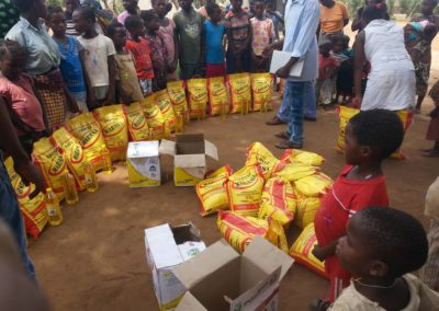 Food distribution to vulnerable families
